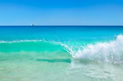 THE SEA SEDUCES ME