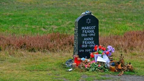 tombstone-1735439_960_720